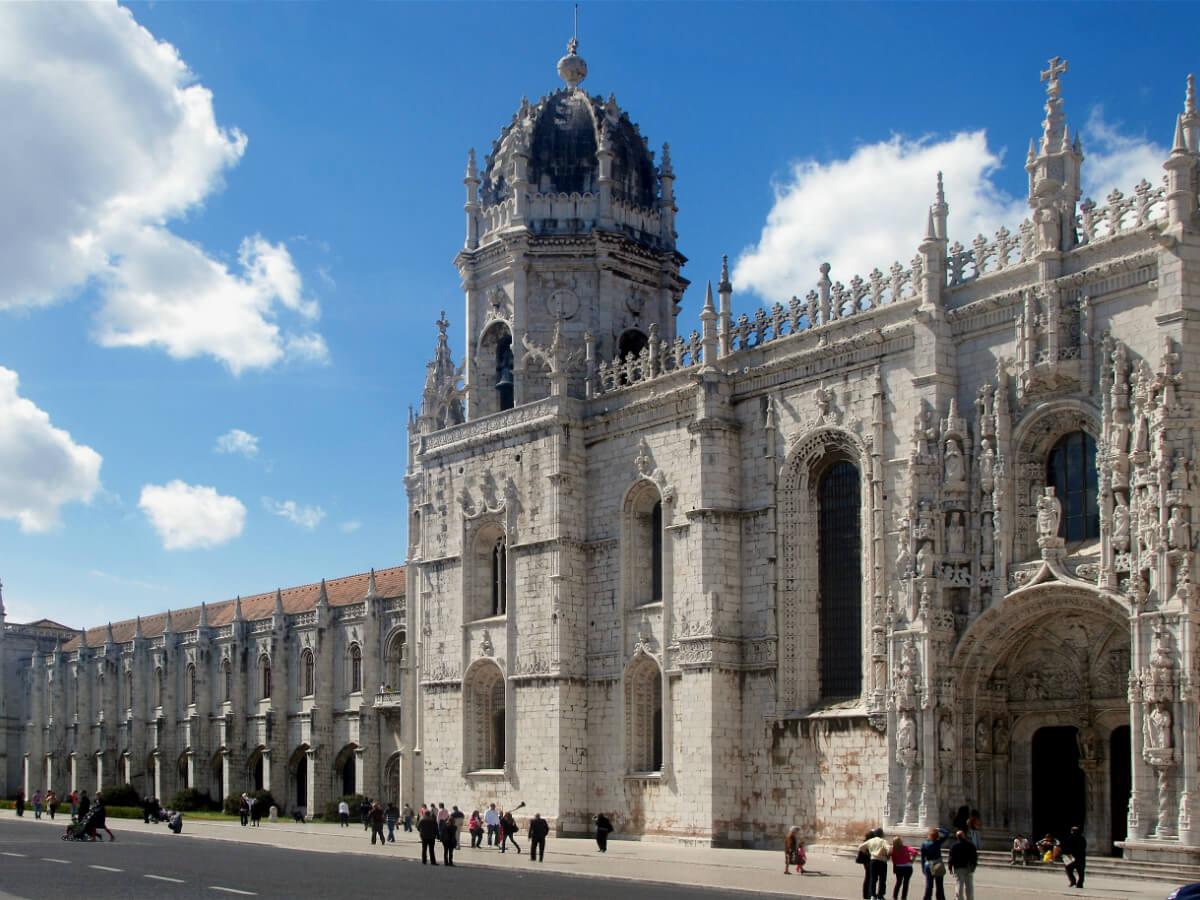 Day 1 : Arrival Lisbon - City tour